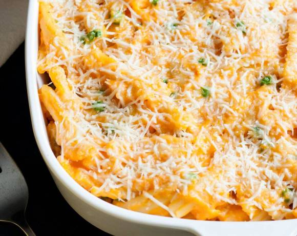 This Sweet Potato Mac and Cheese Casserole recipe is so easy to make and will make all the sweet potato lovers drool. It is a meatless casserole that can stand on its own as a meal but can also be the perfect side dish to serve up at dinner.