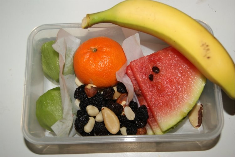 Eftermiddags frugt i børnehaven