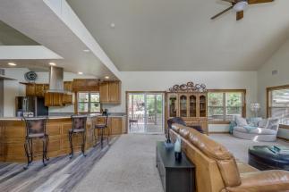 3650 N Main St El Dorado KS-large-017-084-Living Room-1500x1000-72dpi