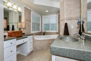 3650 N Main St El Dorado KS-large-040-091-Master Bath-1500x1000-72dpi