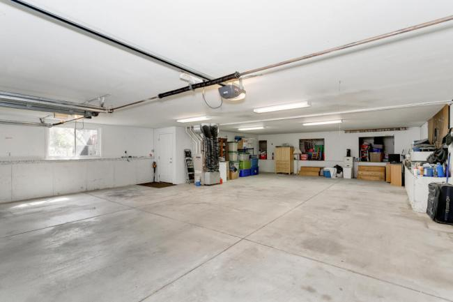 3650 N Main St El Dorado KS-large-089-039-Garage-1500x1000-72dpi