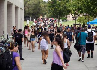 Photo shows CSUN campus crowded with students
