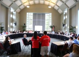 AS students speak at meeting