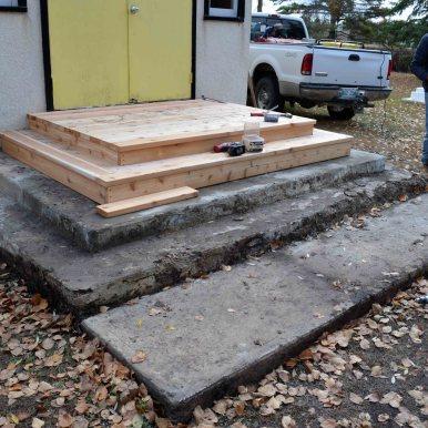 Rebuilding cedar steps - Randy Hirschfield (20-Oct-2013)