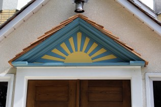 The newly reinstalled sunburst over the front entrance (25-Jul-2015)