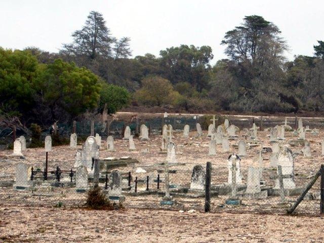 leper-colony-graveyard-robben-island