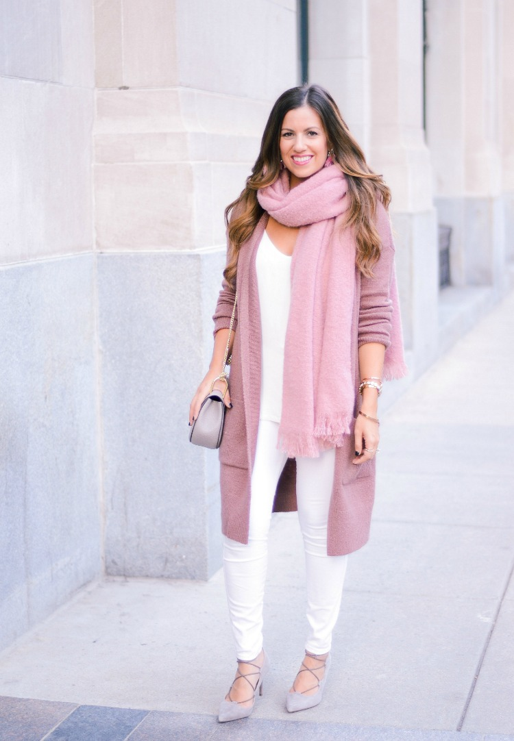 how to style white jeans in fall and winter