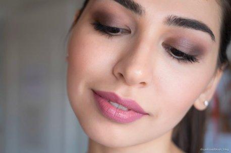 Huda Beauty Liquid Matte Lipstick in Muse
