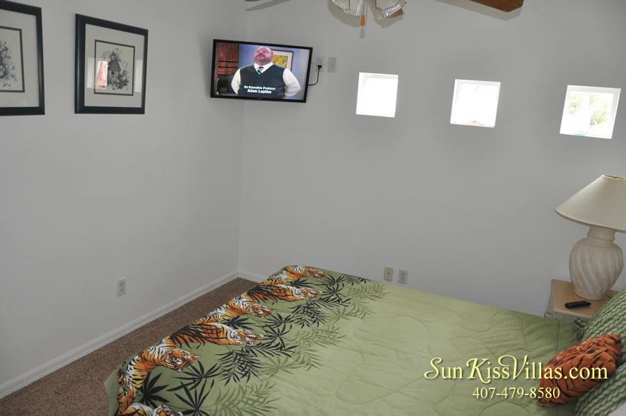 Disney Vacation Home Rental - Disney Palms - Queen Bedroom