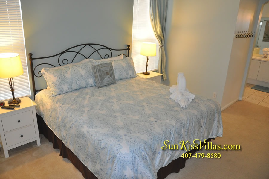 Disney Vacation Rental Home - Mickey's Cottage - Master Bedroom