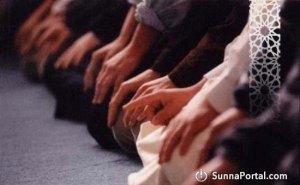 sheykh-usaymin-sovershat-molitvu-za-imamom-s-drugim-namereniem