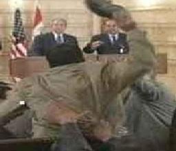 صورة جورج دبل يو بوش؟  أم جورج دبل شو بوش ؟