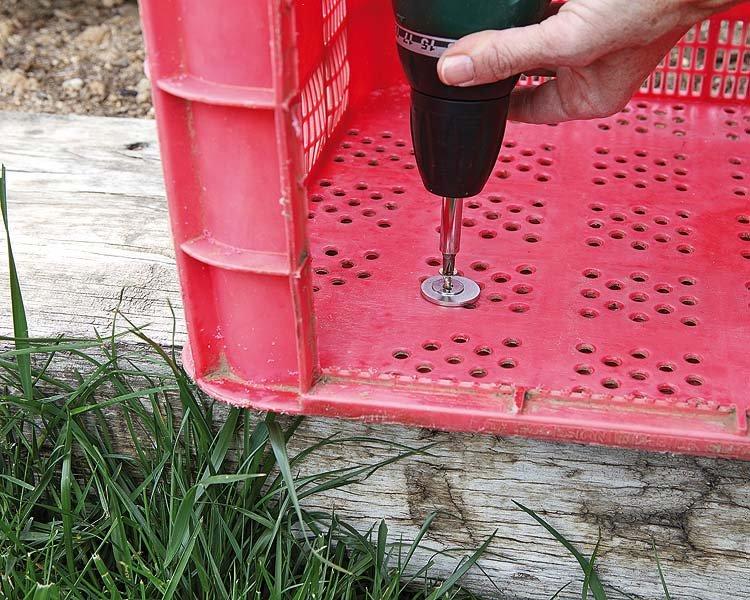 DIY Καρέκλα Κήπου Από Πλαστικά κιβώτια2