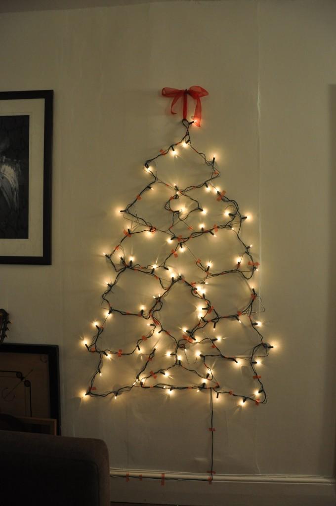 χριστουγεννιάτικο δέντρο τοίχου από κρεμάστρες4