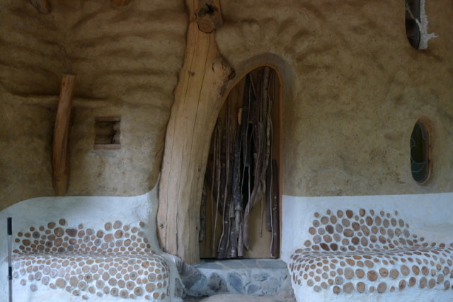 Shantikuthi Earthbag σπιράλ σπίτι6