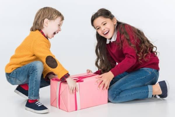 Must Have Toys 2018 – Fingerlings Hugs, Avenger Heroes, Don't Step In It Unicorns