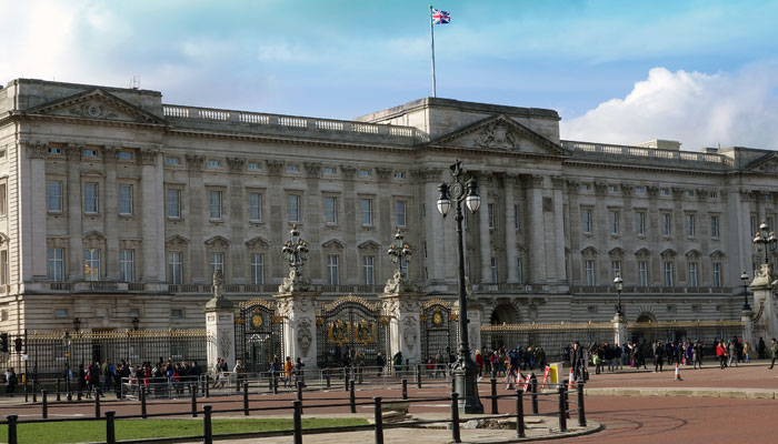 guide-to-london-for-americans-visiting-first-time-buckingham-palace