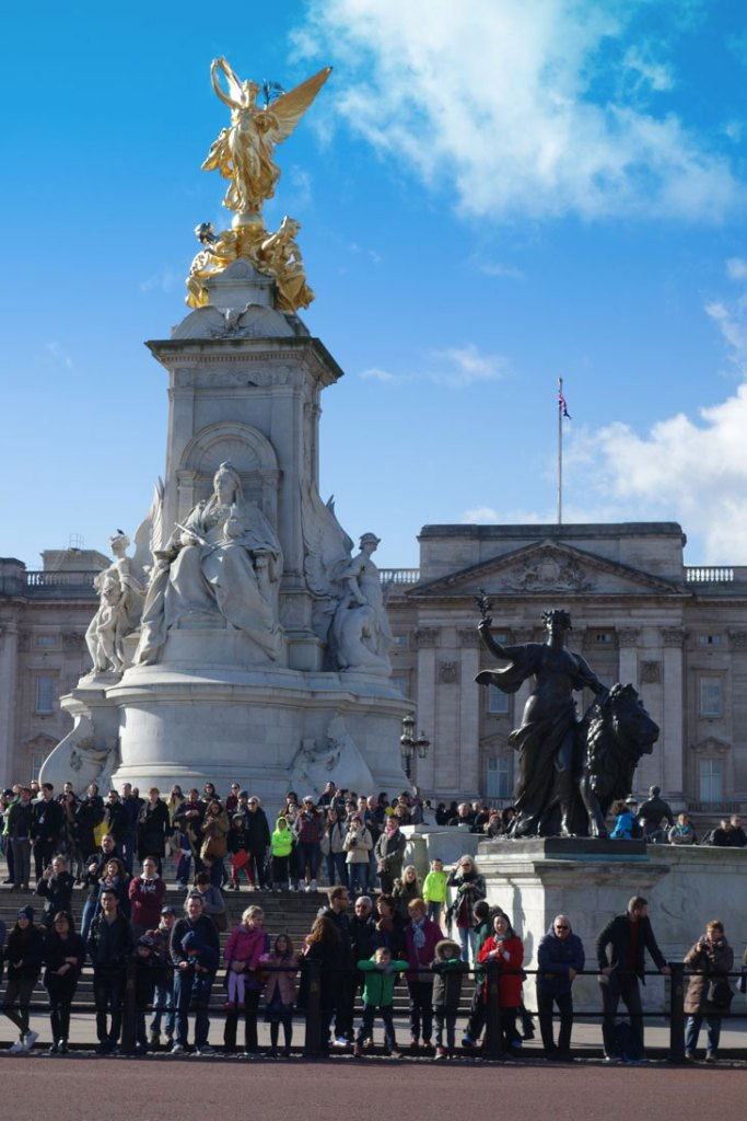 How to Visit London attractions buckingham palace