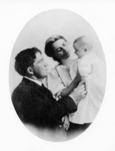 Fred and Fanny Cooney with daughter Agnes Sayre