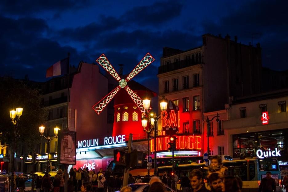 moulin rouge am abend paris