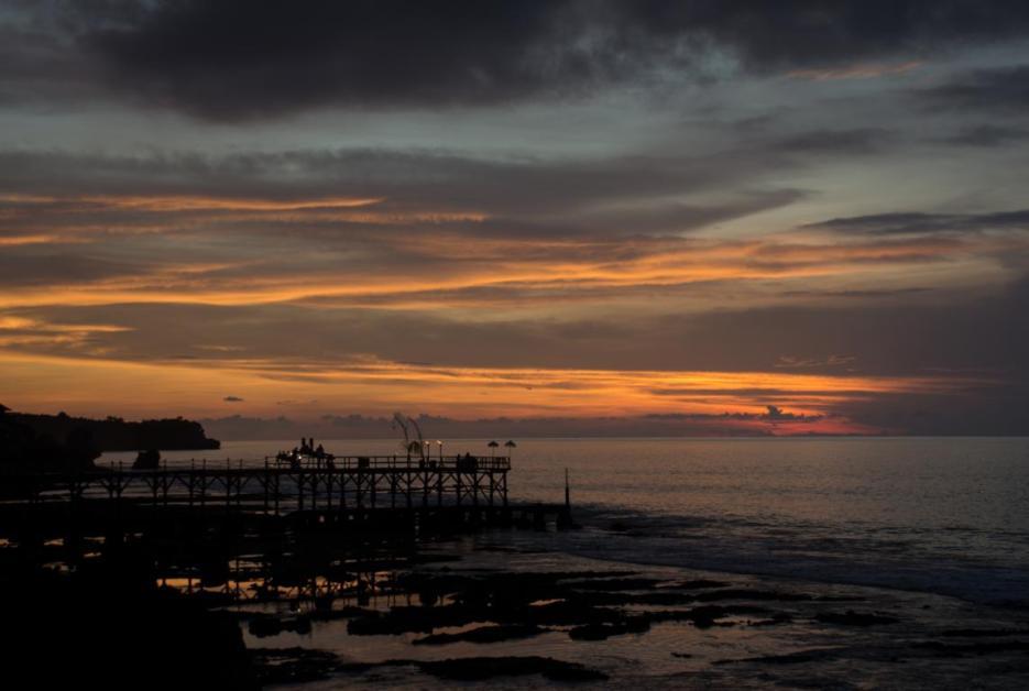Rock Bar Bali Jimbaran kurz nach Sonnenuntergang