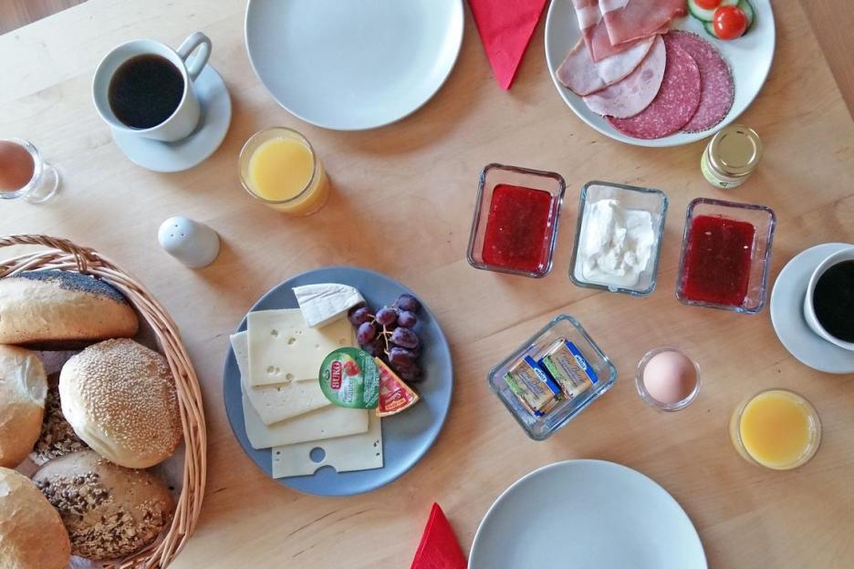 Das Frühstück im Baumhaushotel Solling im Weserbergland