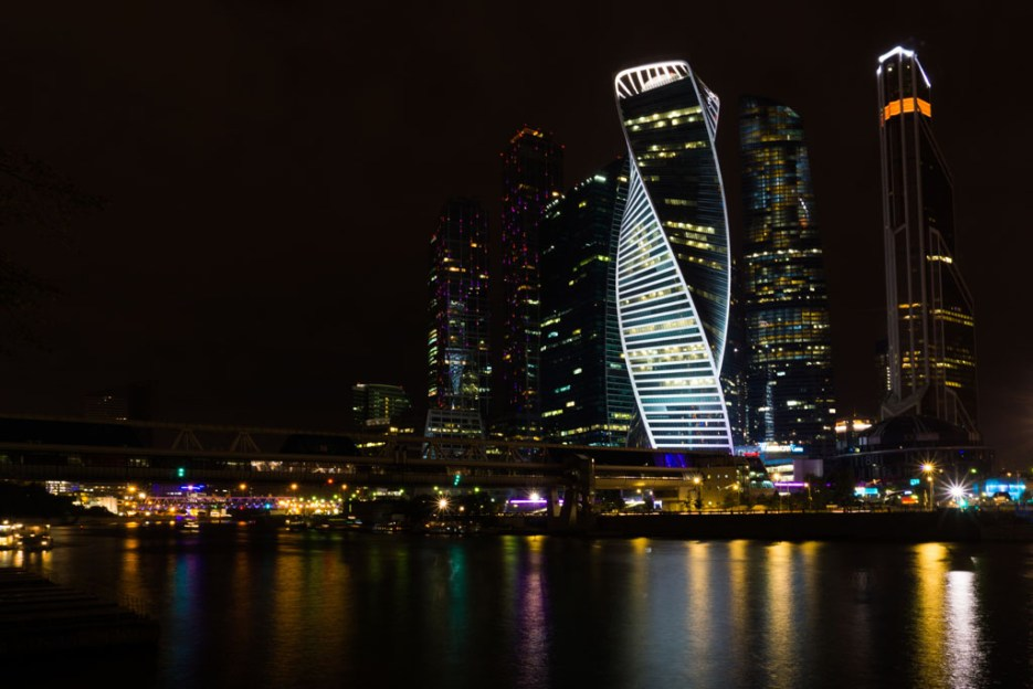 Moskau City bei Nacht