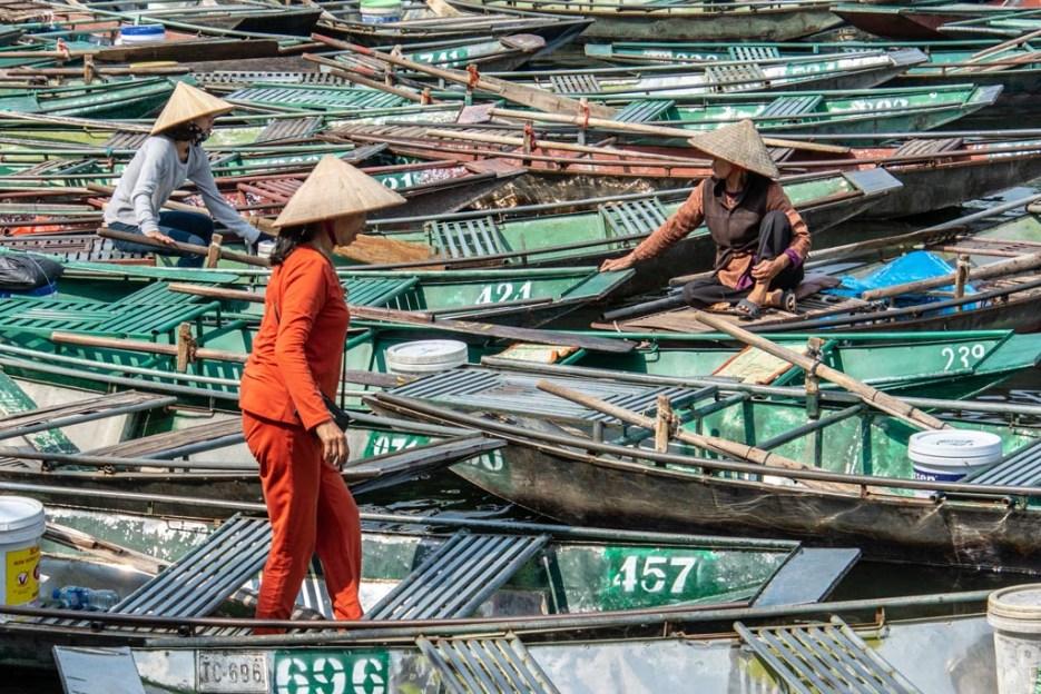 tamron 18-400 mm beispielfoto frauen auf booten vietnam