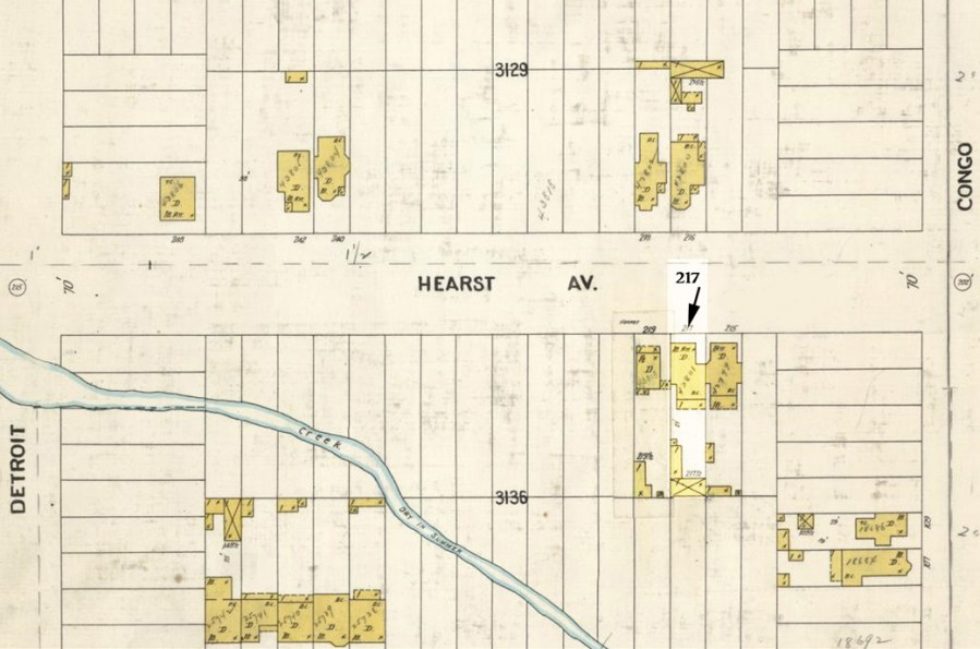 1905 Sanborn Map. 217 Hearst Ave is highlighted. Note structure in back, likely to have been a barn.