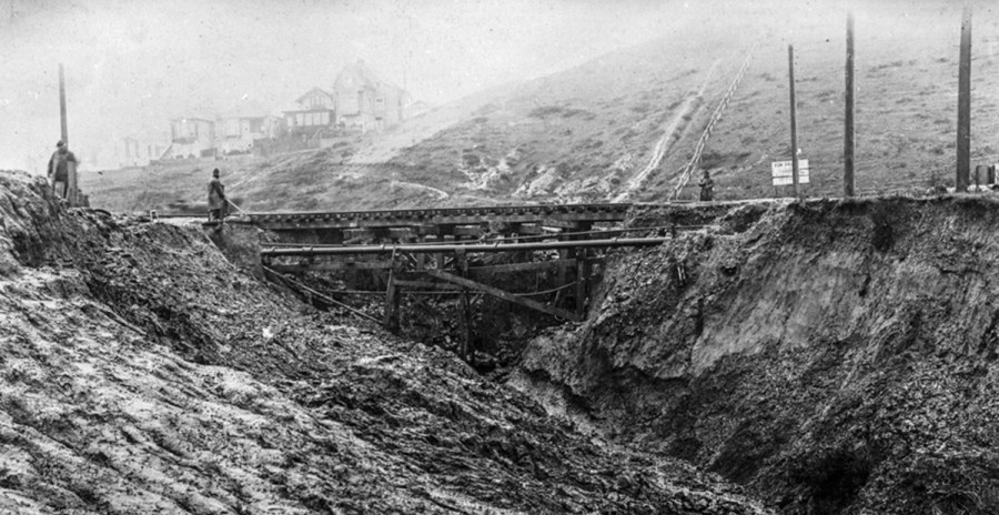 Washout at Monterey and Edna, Feb 1915. OpenSFHistory.org.