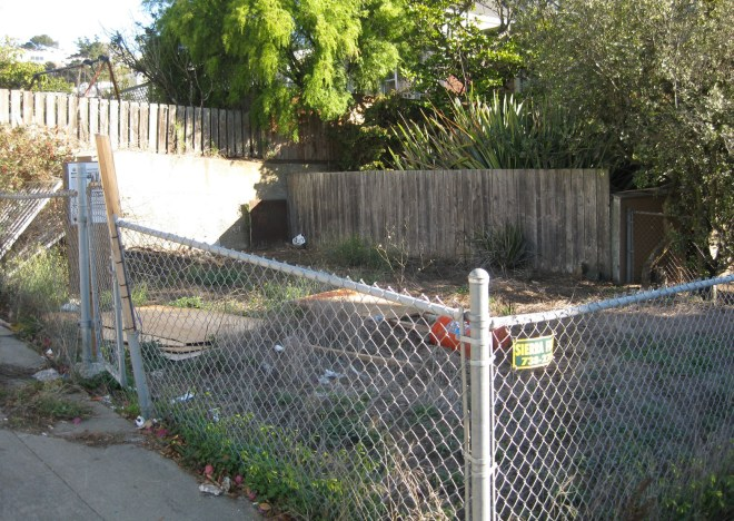 Vacant and neglected lot, 410 Hearst Avenue. Photo: Amy O'Hair 2015.