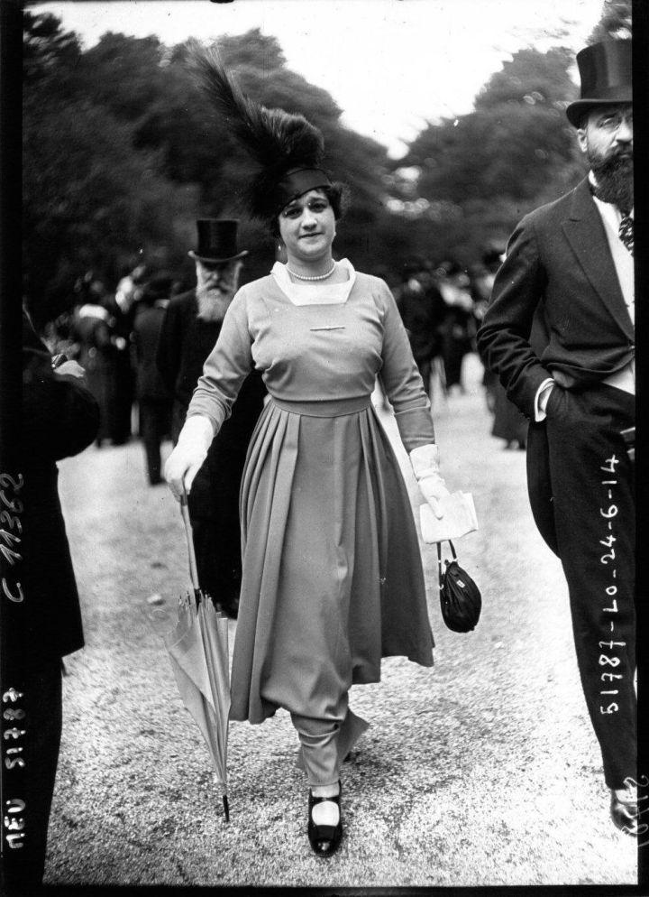 In Paris the shape is shortening. The Races, 1914 June.