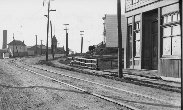 1911. Monterey Blvd near Circular. Dasse's Hall on right. Image courtesy SFMTA. sfmta.photoshelter.com.