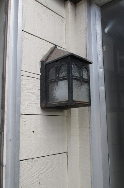 2019. Original lights in open stairwell. 420 Monterey. Photo: Amy O'Hair.