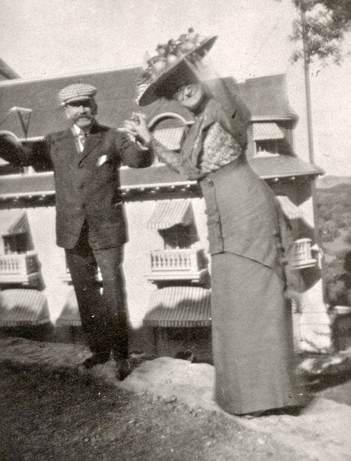 1909. Gus Spreckels and his wife in their fifties. Location unknown. From Ancestry.com