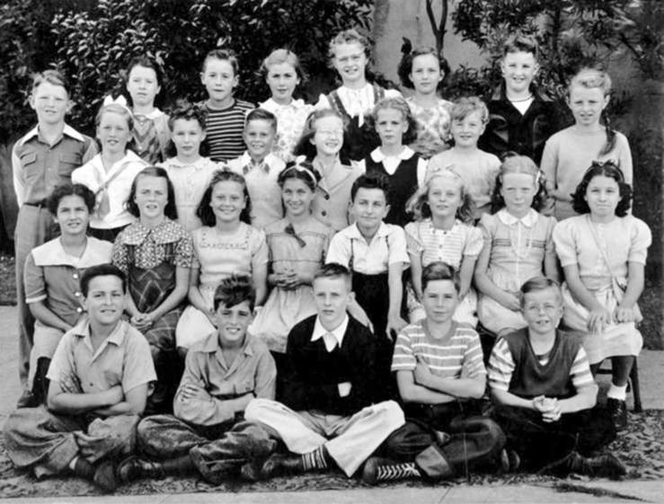 Fourth grade, Sunnyside School, 1944. Courtesy Bill Wilson.