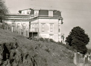 Poole-Bell House, January 1957. Photo: Russell Leake. San Francisco History Center. San Francisco Public Library.