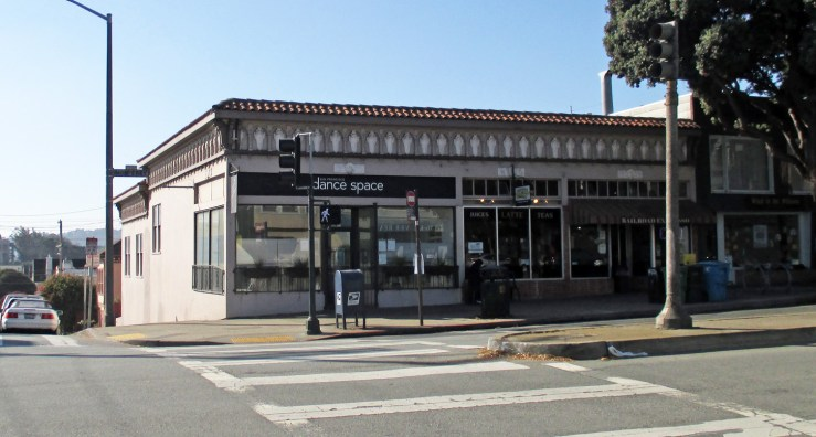 2020. 701-705 Monterey Blvd. SF Dance Space on left (since 2016) and Railroad Cafe on right (since 2000). Photo: Amy O'Hair