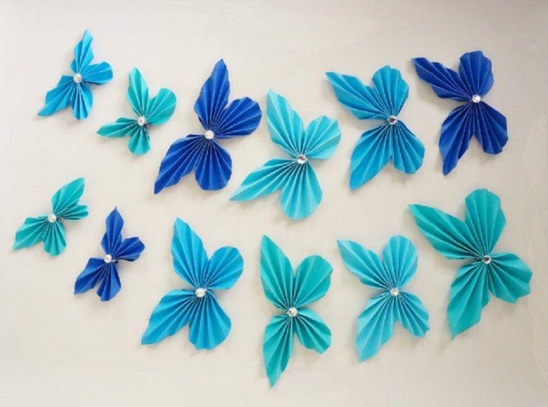 Värilliset paperin perhoset