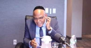 Nnamdi Kanu exposes why Buhari suddenly cancels live broadcast