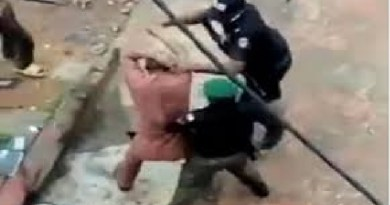 Video: Policemen assaulting lawyer in Anambra