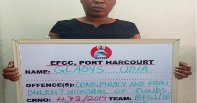 Female banker docked for stealing customer's money