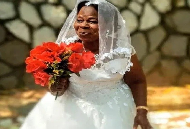 Wedding pictures of 60 years old woman who gets married for the first time