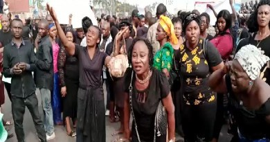 Heavy protests rock Imo State over removal of Ihedioha (video)