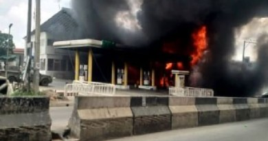 UPDATE: Exotic cars, houses destroyed as NNPC station catches fire in Lagos