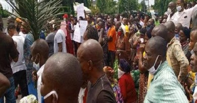 DSS leave us alone, Nnamdi Kanu's family protest in Govt house (Photos)