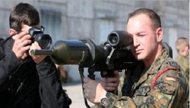 Alman Ordusu Kürt Savaşçıları Eğitmek İçin Oyuncak Tank Kullanıyor