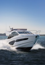 The band new Manhattan 52 model is the perfect boat to entertain guests on
