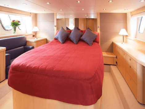 Accommodating 6 guests in 3 cabins plus 2 crew, the Manhattan 60 is an excellent family vessel