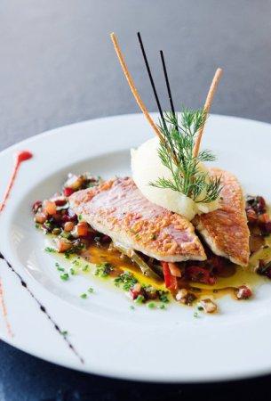 EAT: Castel Plage, 8 Quai des États-Unis, 06300 Nice